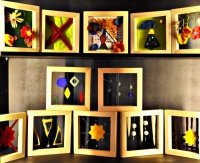 Textile Arbeiten: Schaukasten in der Aula